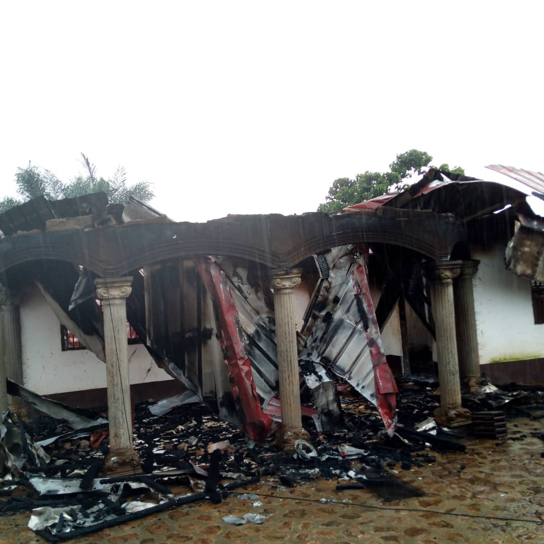 Photo of Pictures: Soldiers Set Popular Hotel,  Houses Ablaze In Weh