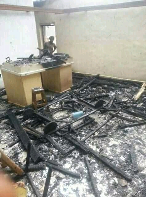 Photo of In Pictures: Soldiers Burn Over 10 House Cardinal Tumi's Village
