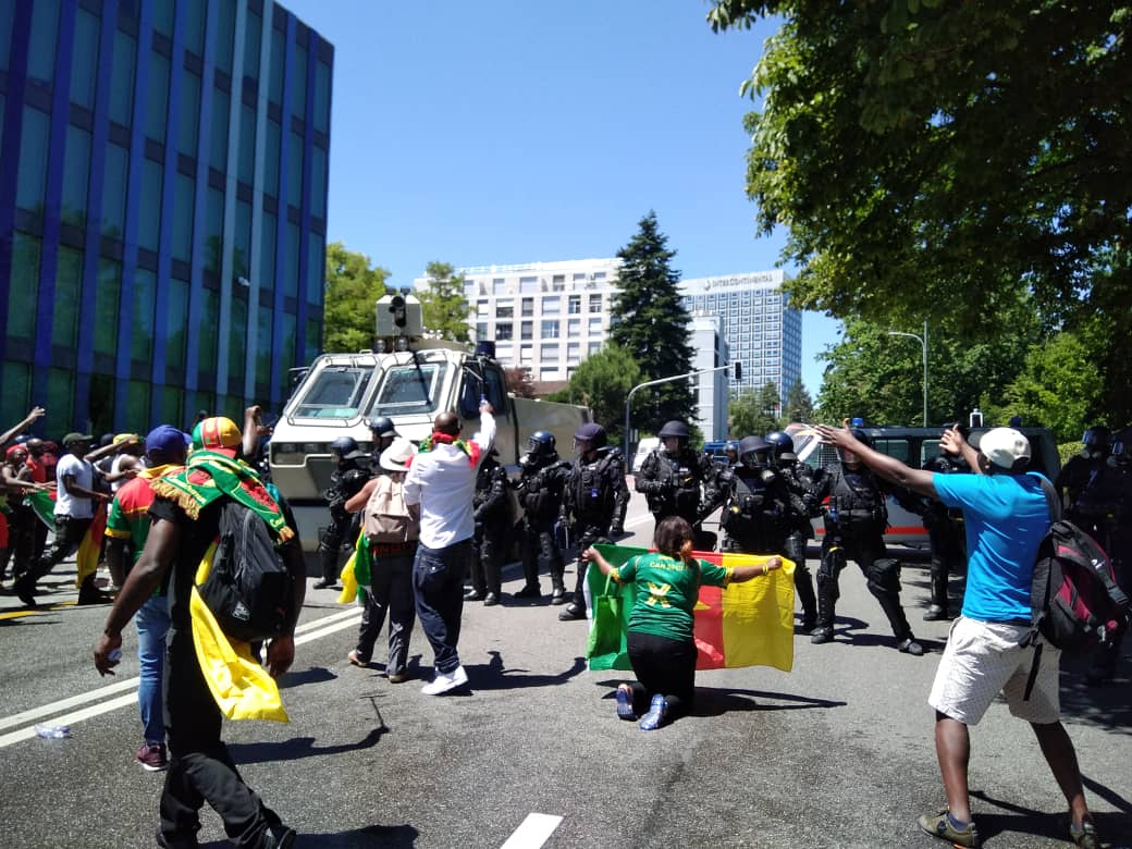 Photo of Swiss Police Use Tear Gas, Water Cannon To Repel Anti-Biya Protesters