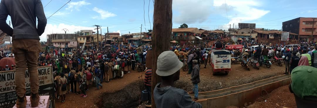 Photo of Jubilant Crowd Welcomes Kamto In Bafoussam