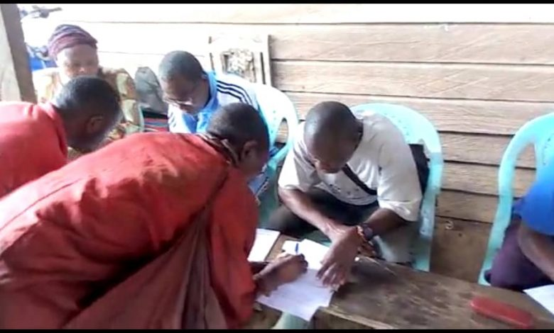 Babubock villagers filling forms